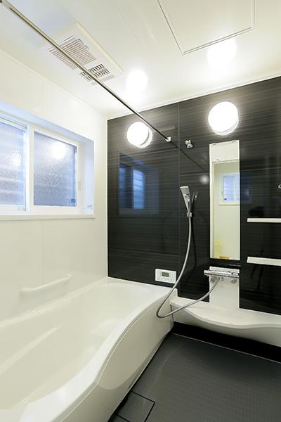 モノトーンのバスルーム